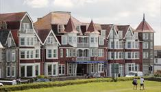 HOTEL BRISTOL PERFECTLY SITUATED OVERLOOKING TOLCARNE BEACH